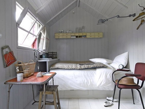 vous avez une petite chambre pas de probl me. Black Bedroom Furniture Sets. Home Design Ideas