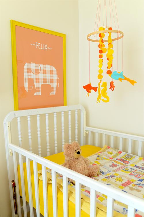 Chambre Jaune Pour Bebe Une chambre de b?b? jaune grise et blanche