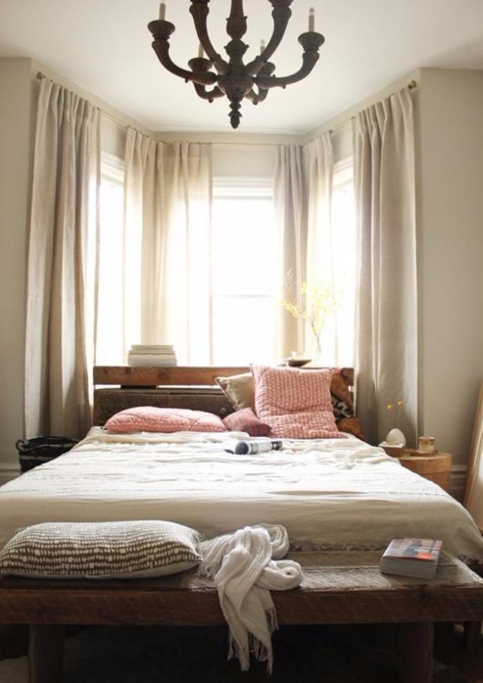 Position du lit dans la chambre une chambre enfant sur - Position du lit ...